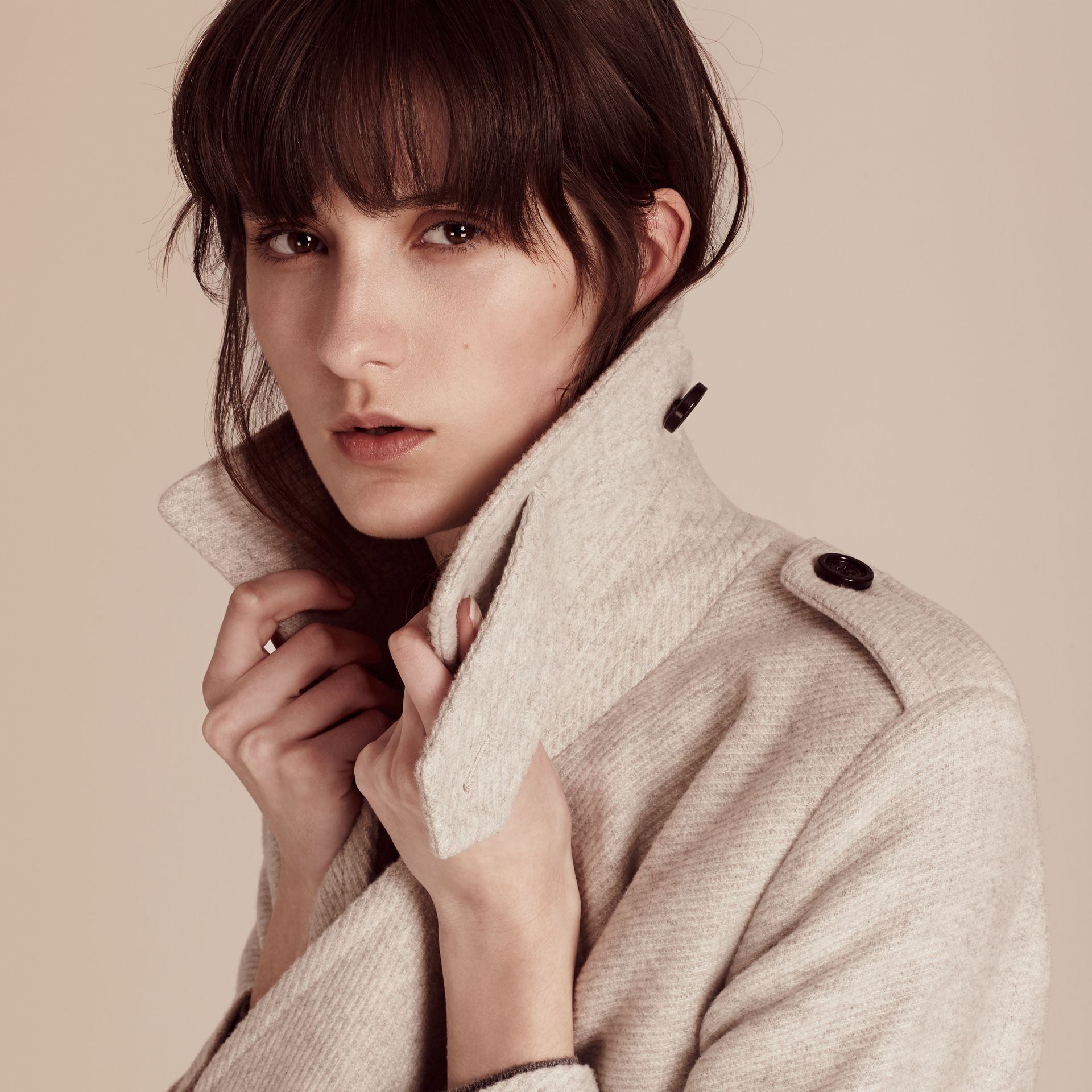 Blanc/gris Trench-coat portefeuille en cachemire - photo de la galerie 5