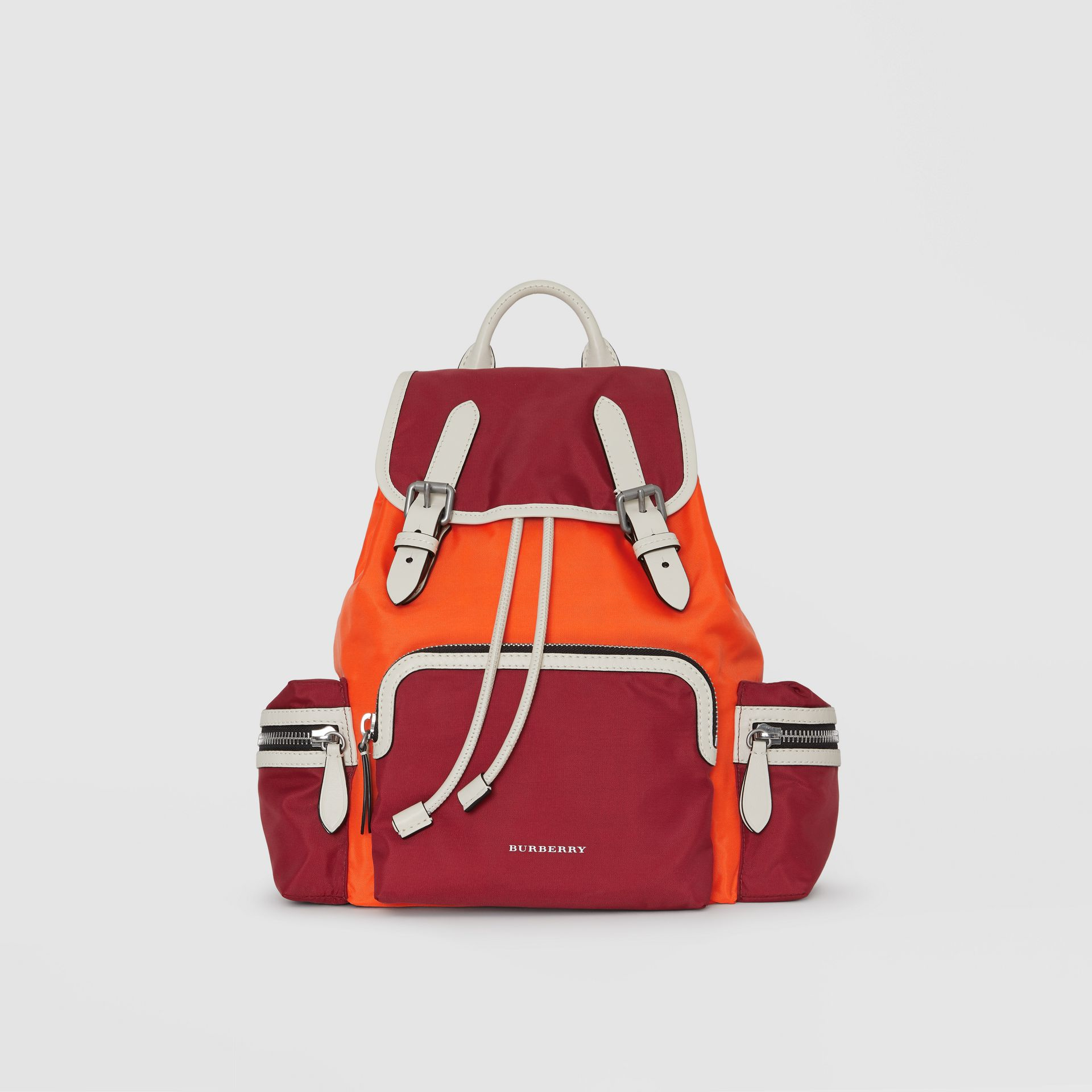 Sac The Rucksack moyen en nylon color-block (Rouge Parade) - Femme | Burberry Canada - photo de la galerie 0
