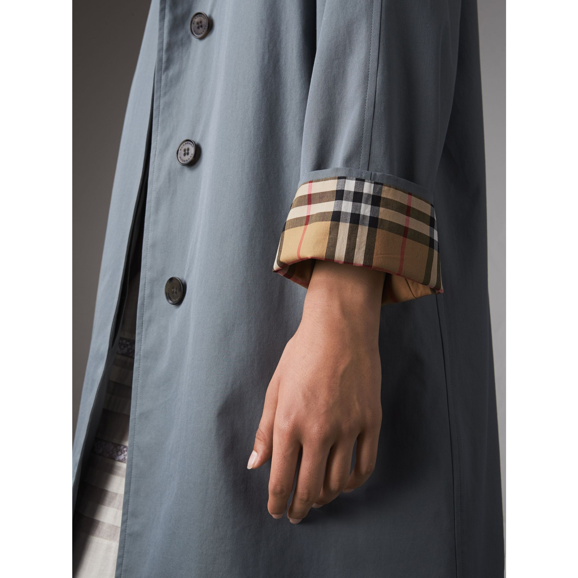 The Camden – Long Car Coat in Dusty Blue - Women | Burberry United Kingdom - gallery image 4