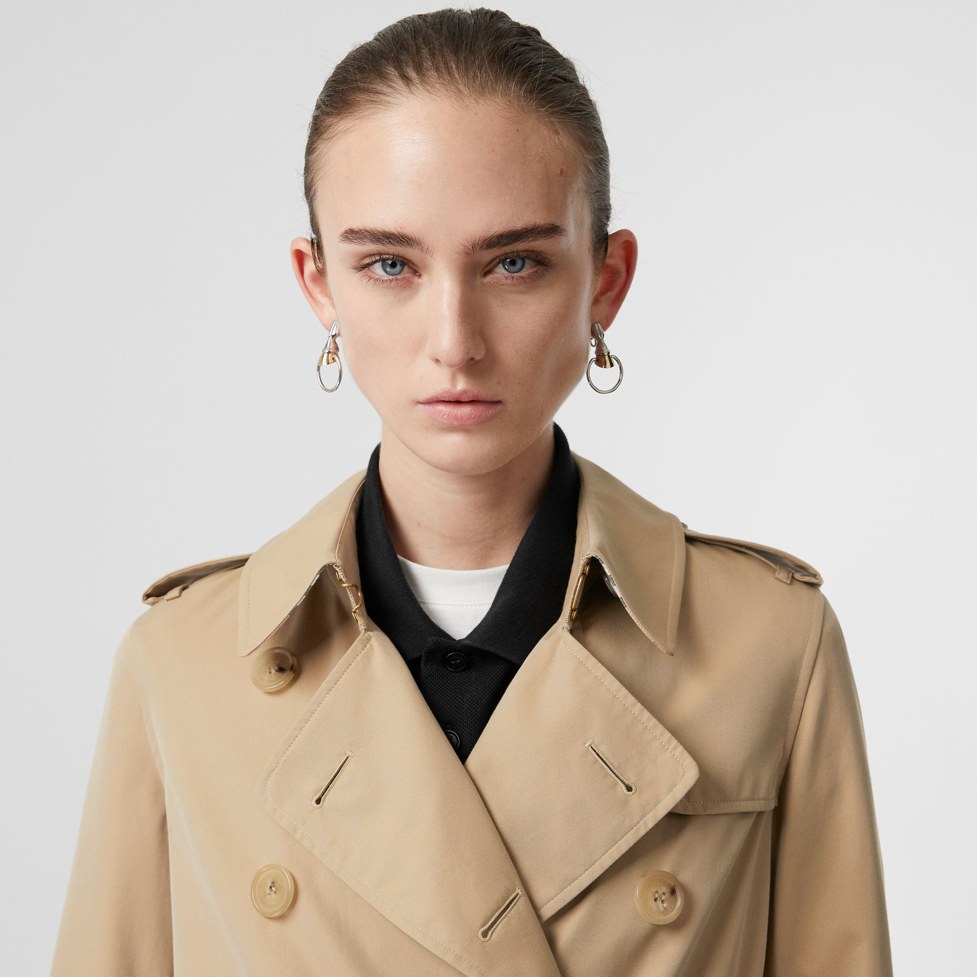The Kensington Heritage Trench Coat in Honey - Women | Burberry United Kingdom - gallery image 4