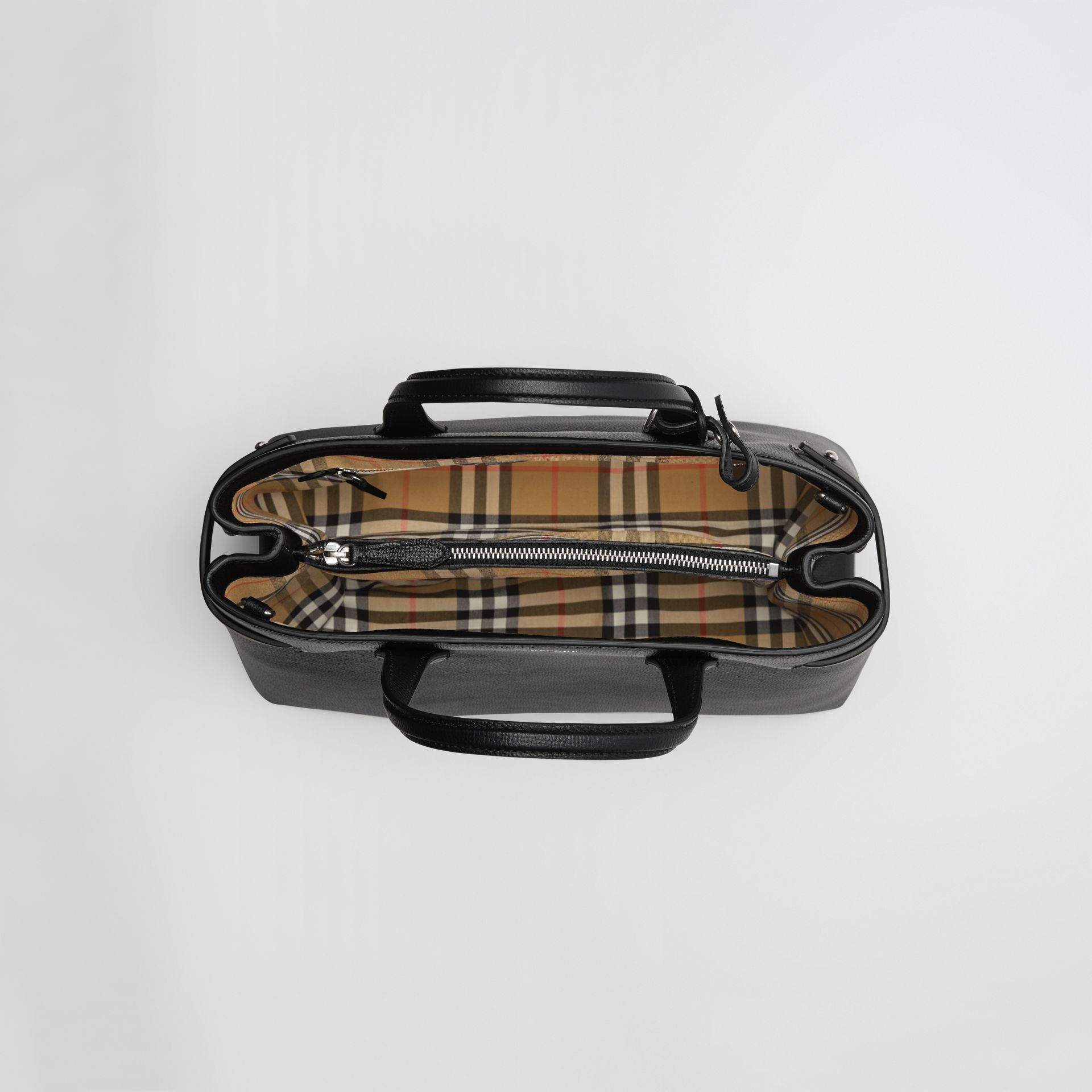 Sac The Banner moyen en cuir et motif Vintage check (Noir) - Femme | Burberry - photo de la galerie 5