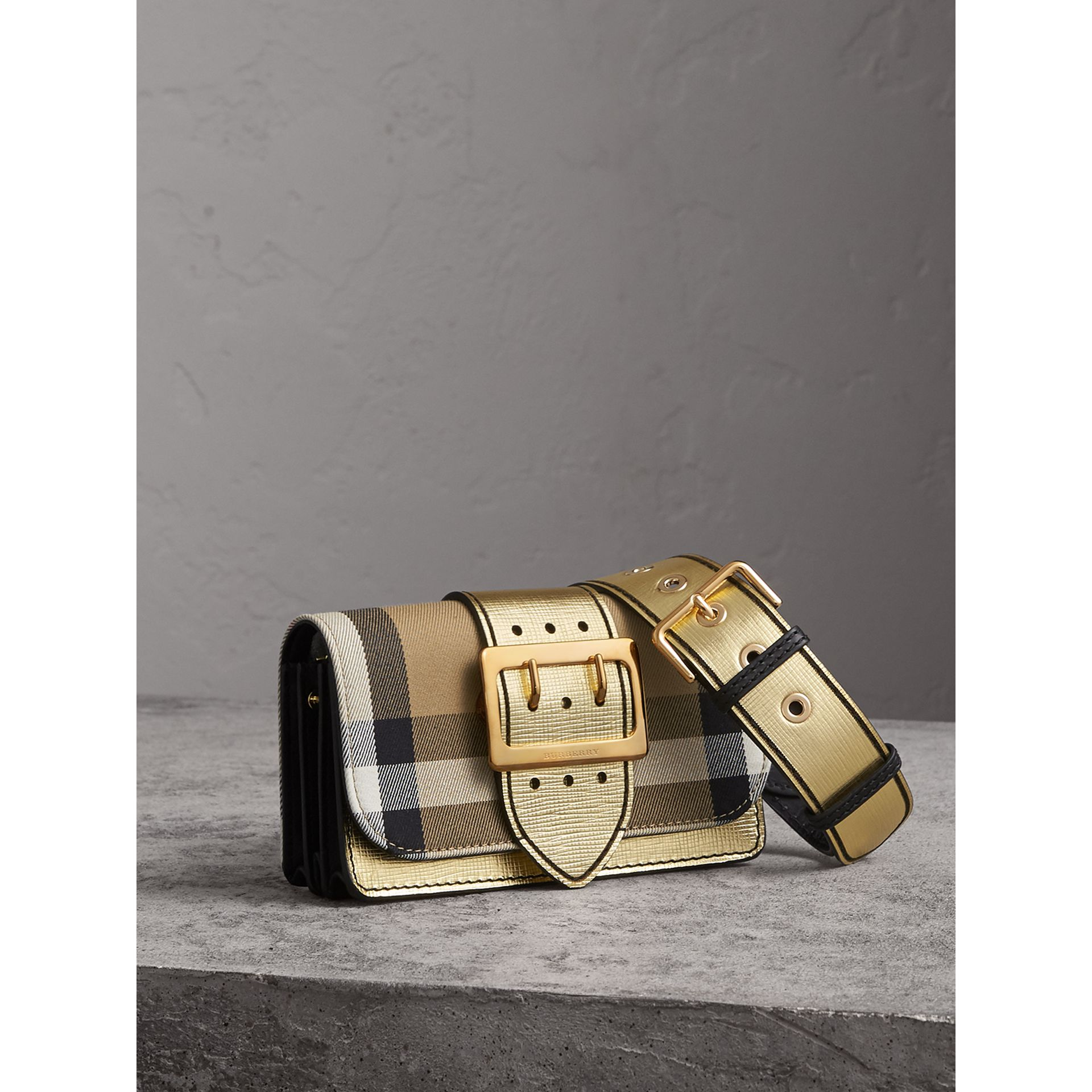 The Small Buckle Bag aus House Check-Gewebe und Leder (Goldfarben) - Damen | Burberry - Galerie-Bild 7