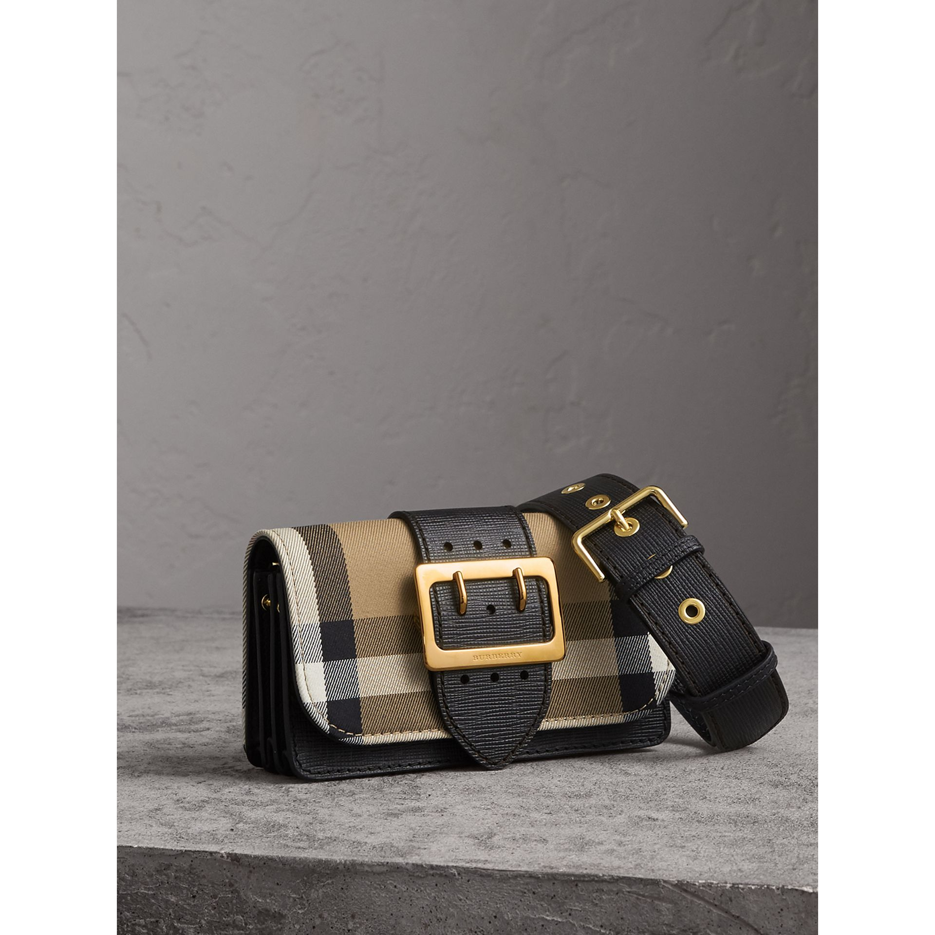 The Small Buckle Bag aus House Check-Gewebe und Leder (Schwarz) - Damen | Burberry - Galerie-Bild 7