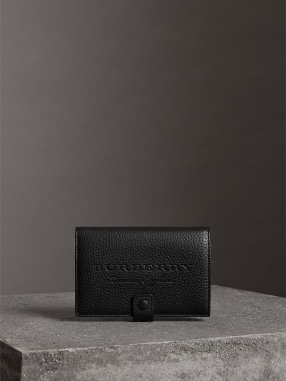 浮雕粒面皮革對折皮夾 (黑色)