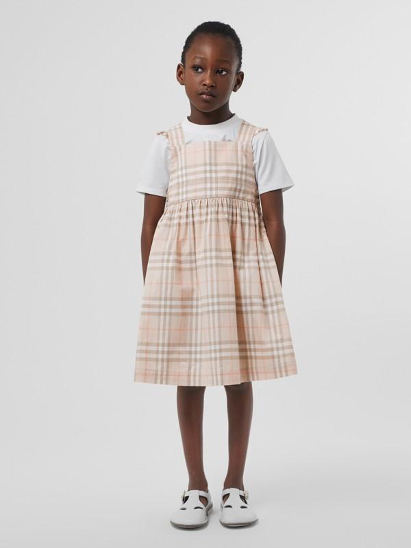 Vestitino in cotone con motivo tartan e arricciature (Rosa Albicocca Pallido) | Burberry - cell image 2