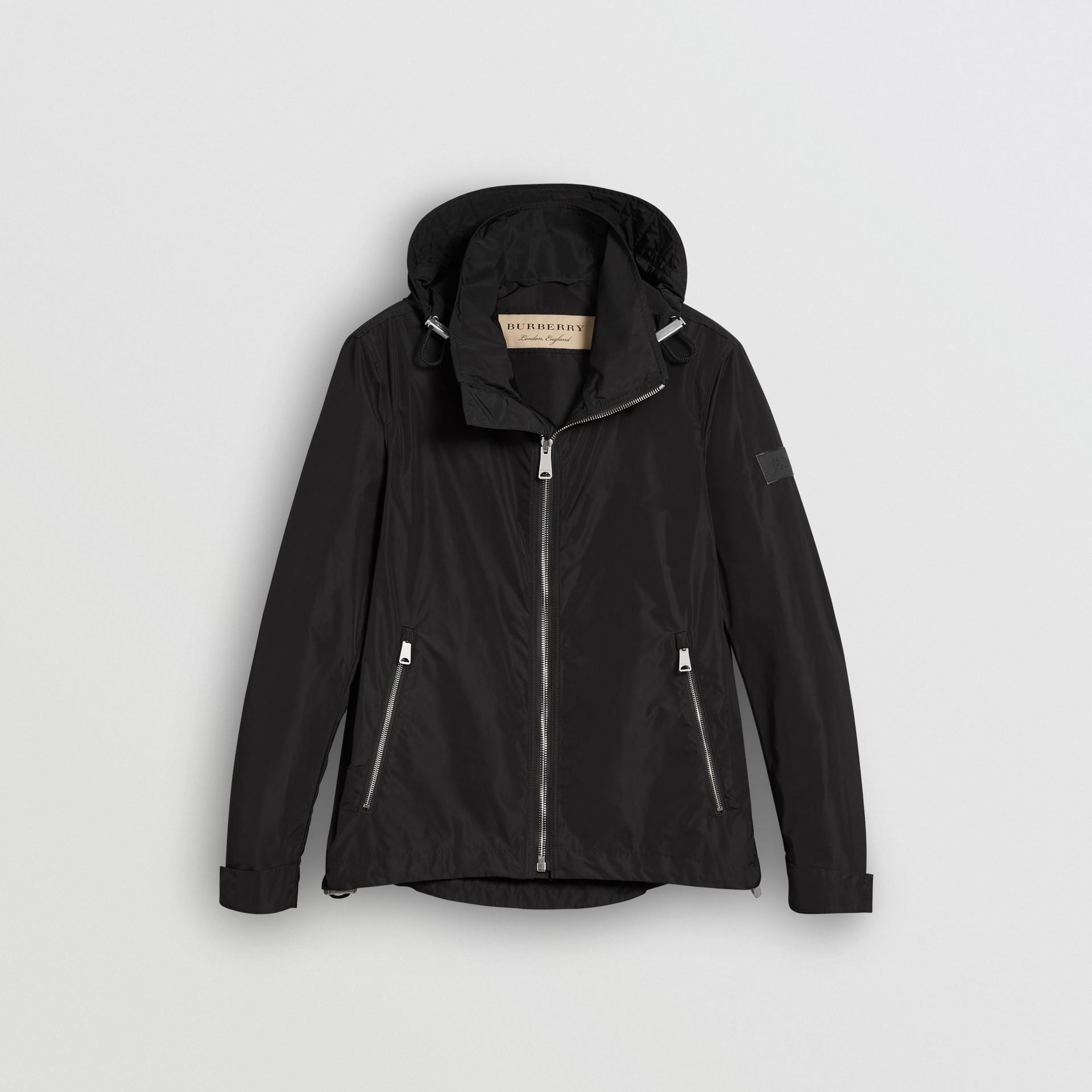 Jaqueta resistente à água com capuz embutido (Preto) - Homens | Burberry - galeria de imagens 3
