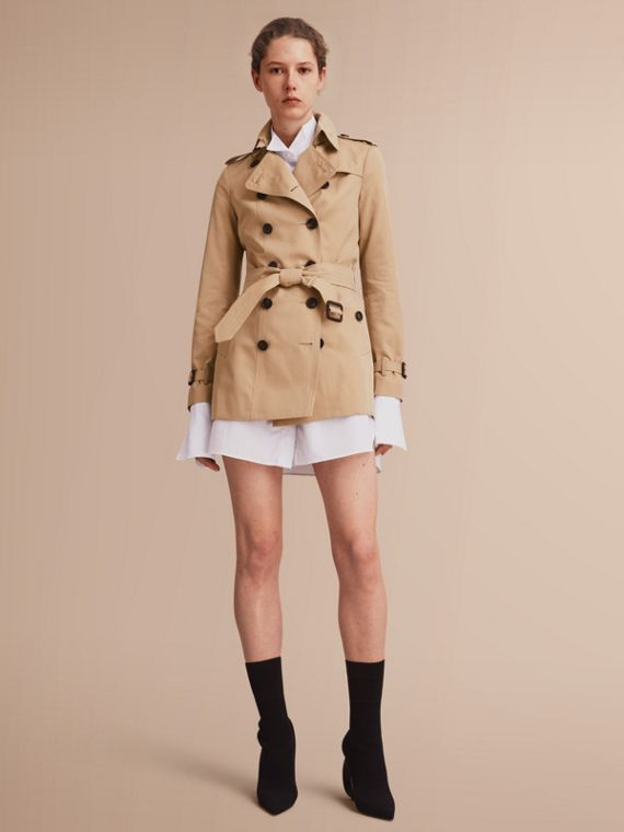 The Sandringham – Short Heritage Trench Coat in Honey