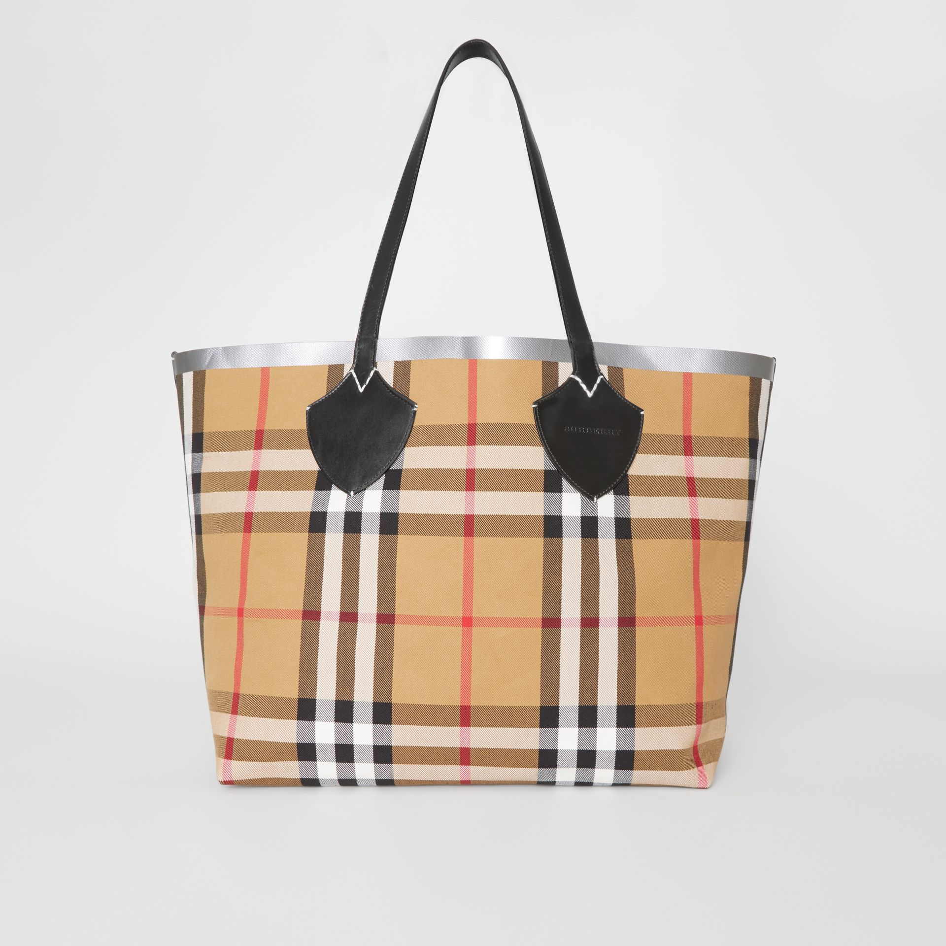 The Giant Reversible Tote in Vintage Check in Black/silver | Burberry - gallery image 7