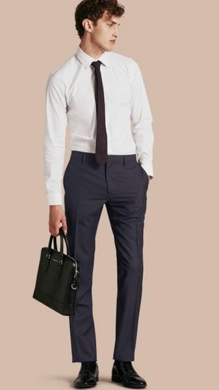 Pantalon de coupe moderne en laine
