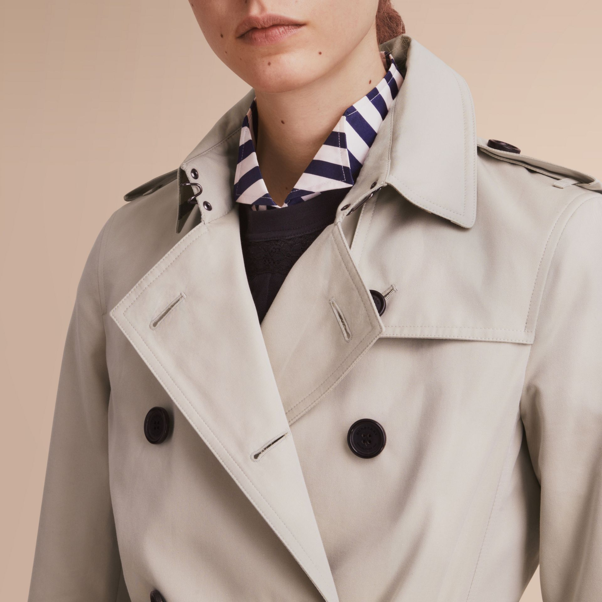 The Kensington – Short Heritage Trench Coat in Stone - Women | Burberry - gallery image 6