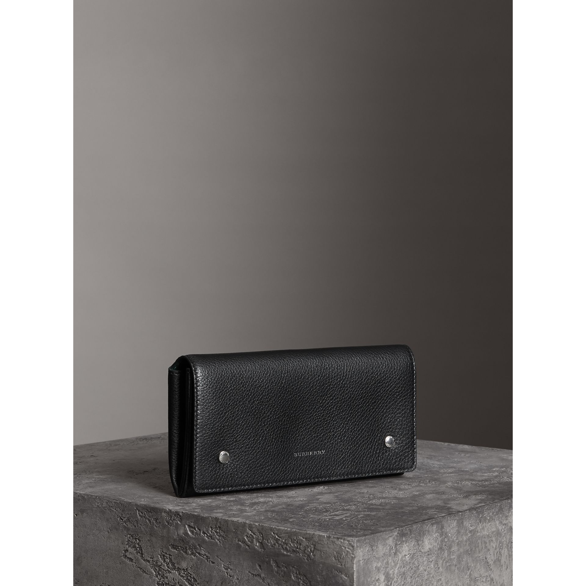 Two-tone Leather Continental Wallet in Black - Women | Burberry - gallery image 4
