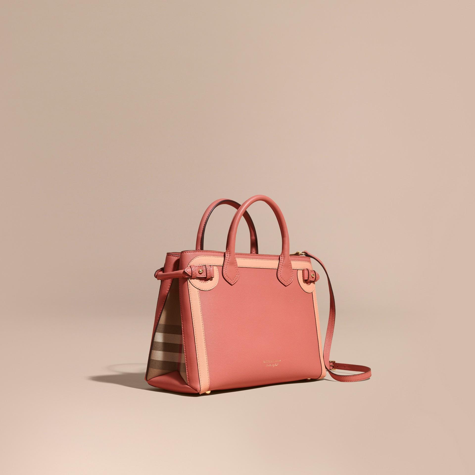 Bolsa Banner média de couro com aplique tonal Rosa Acobreado - galeria de imagens 1