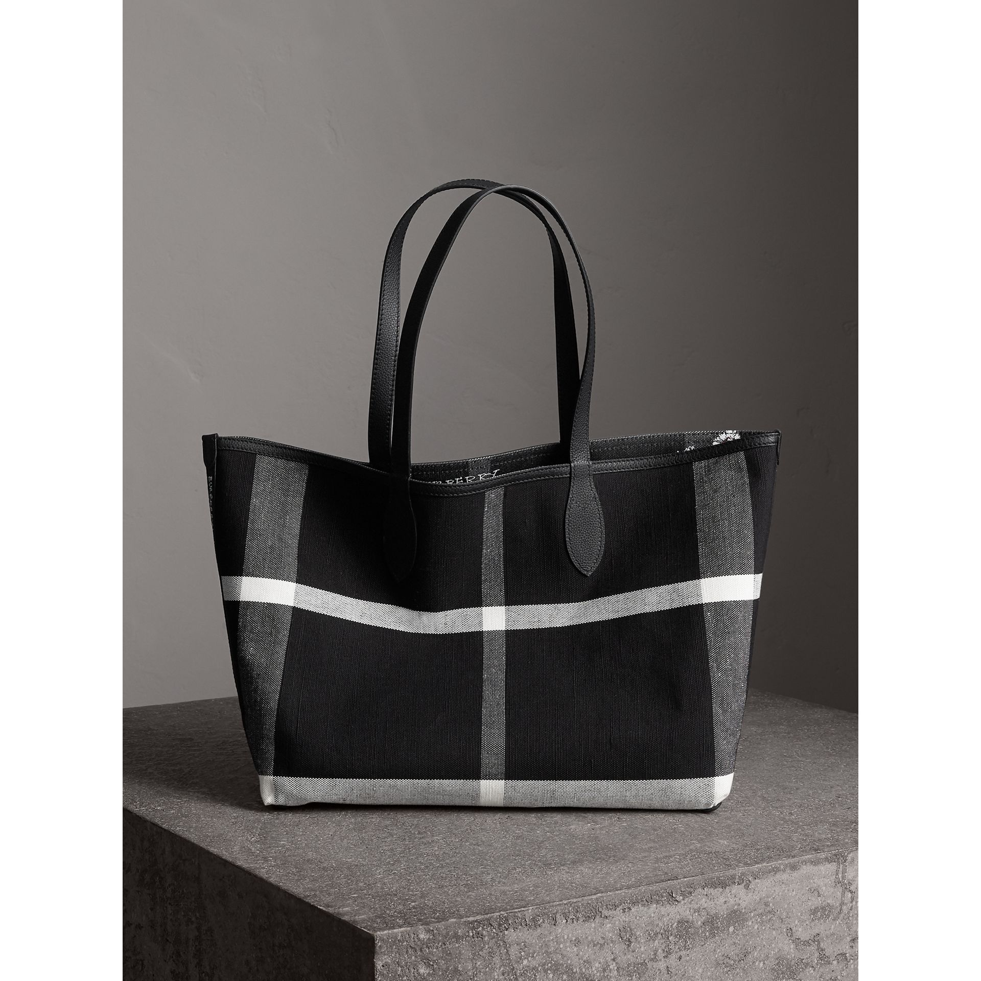 Sac tote Doodle moyen réversible (Noir) | Burberry - photo de la galerie 7