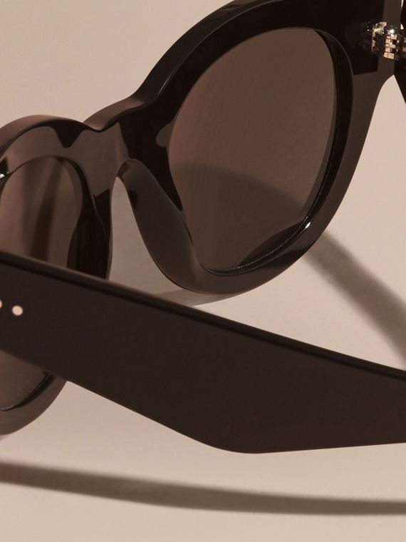 Black Cat-eye Sunglasses Black - cell image 3
