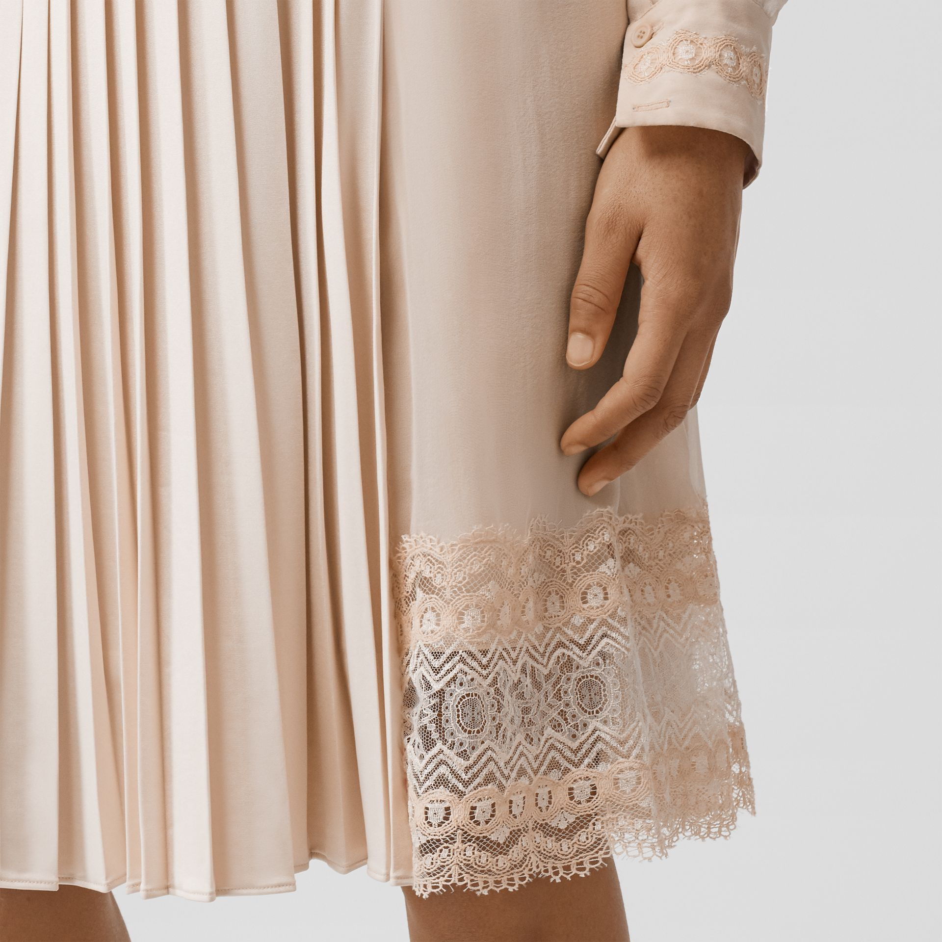 Lace Detail Silk Panel Pleated Skirt in Soft Peach - Women | Burberry - gallery image 5