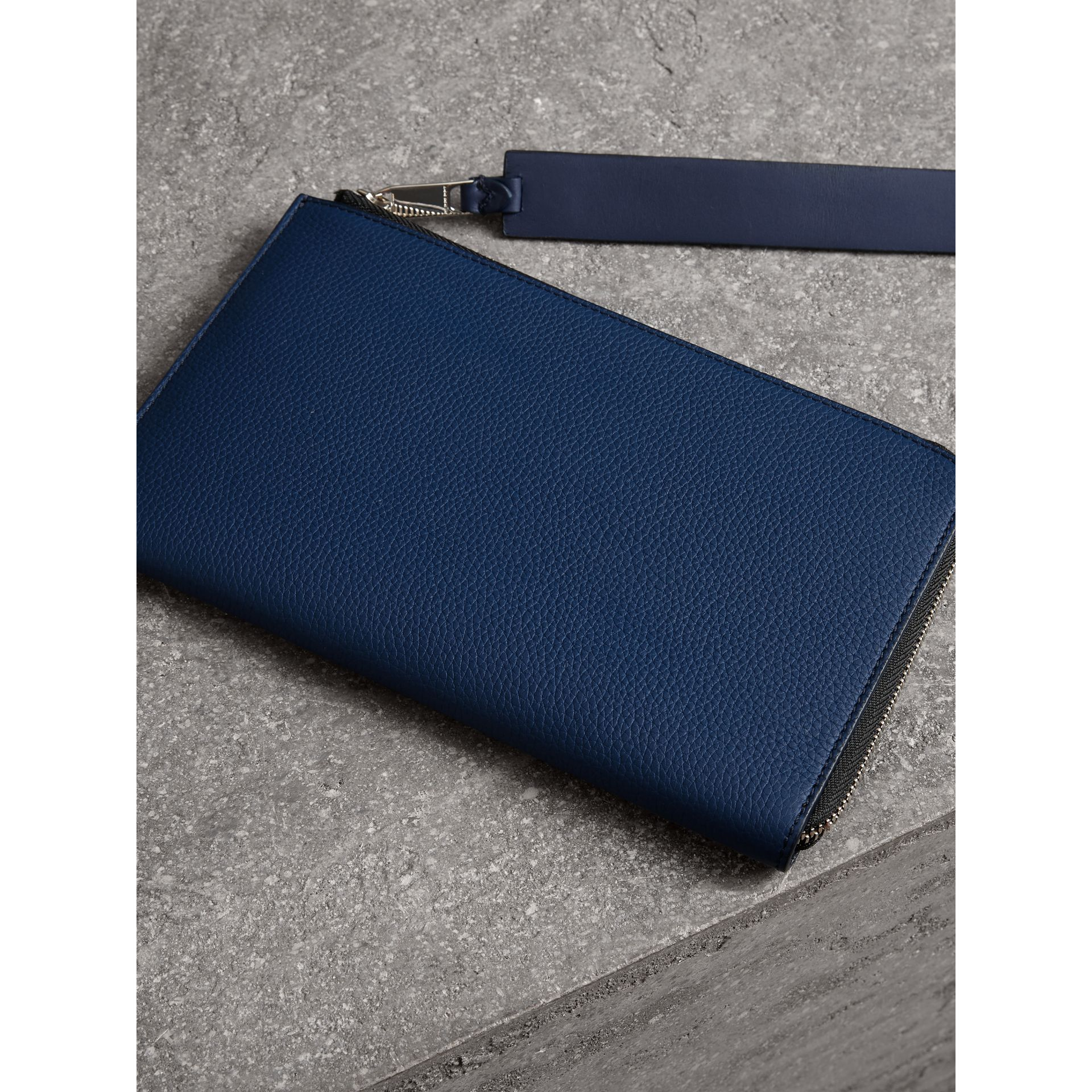 Two-tone Grainy Leather Travel Wallet in Bright Ultramarine - Men | Burberry Hong Kong - gallery image 3