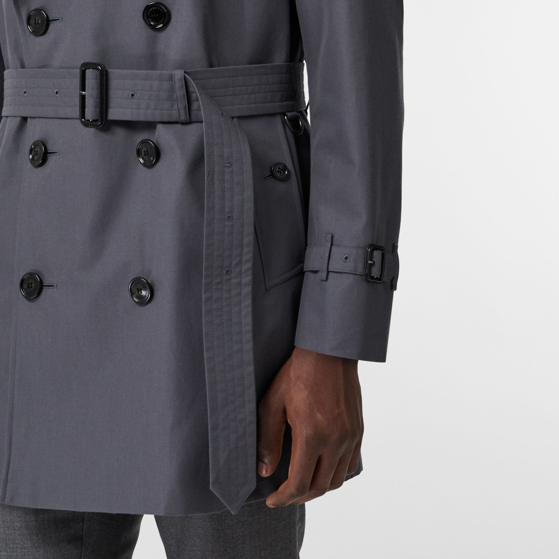 Short Chelsea Fit Trench Coat in Mid Grey - Men | Burberry Canada - gallery image 4