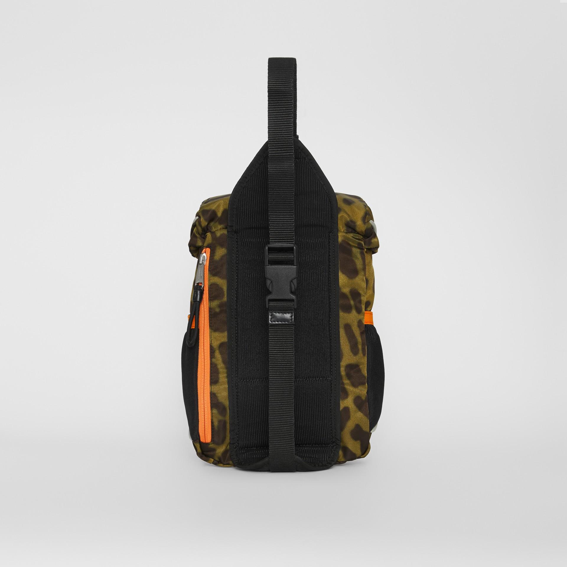 Sac à dos ceinture Leo en nylon avec imprimé animalier (Vert Clair) | Burberry Canada - photo de la galerie 6