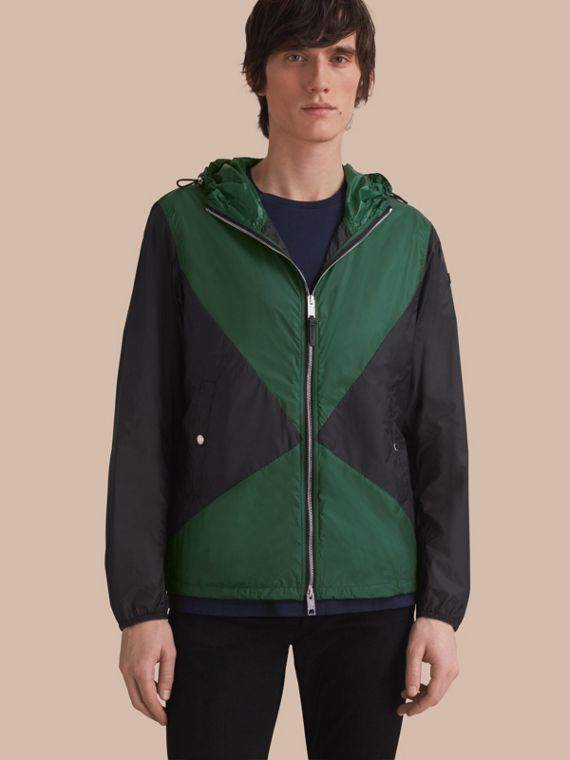 Ultra-lightweight Geometric Motif Technical Jacket with Hood Steel Grey/bright Bottle Green