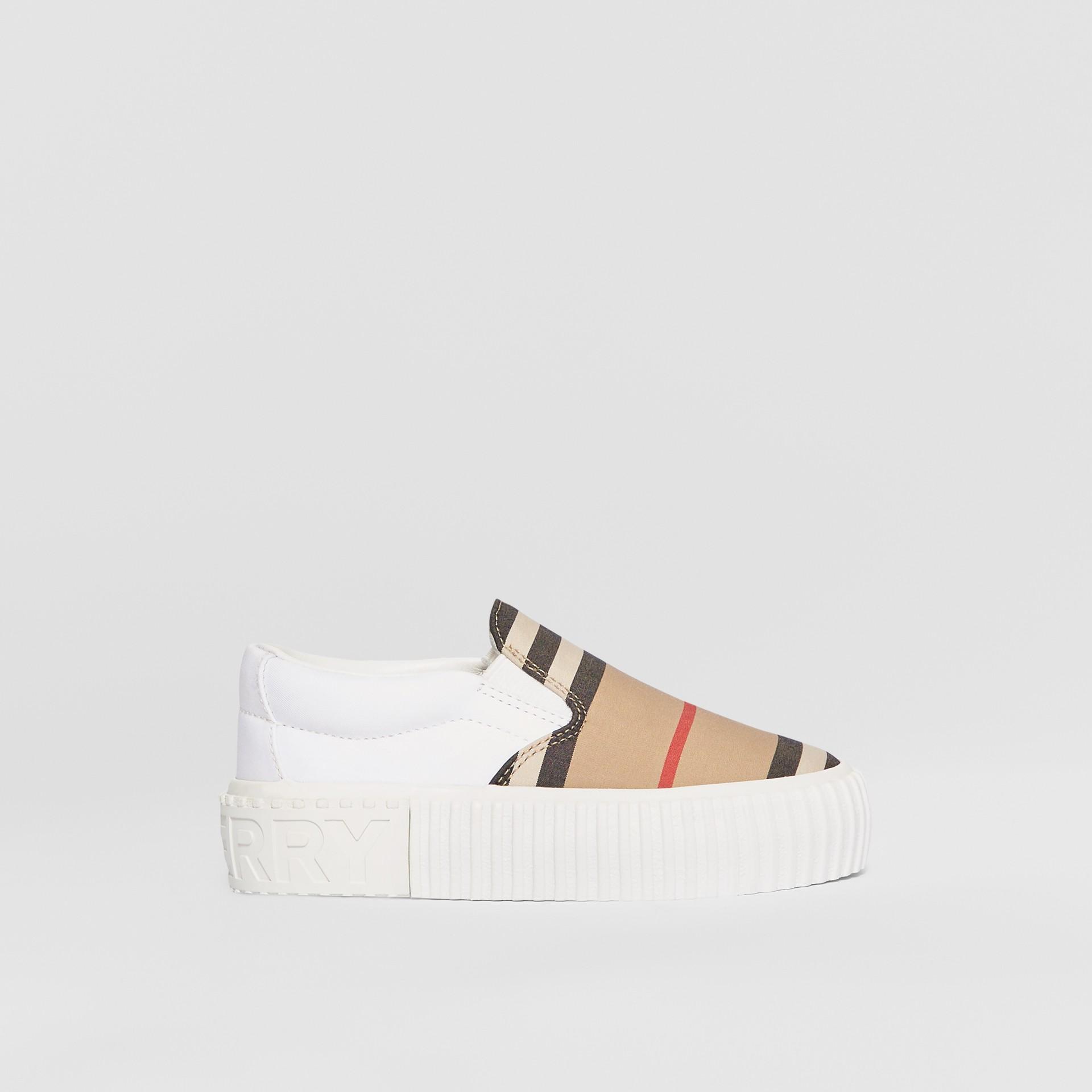Zapatillas deportivas sin cordones en algodón a rayas Icon Stripe (Beige Vintage) - Niños | Burberry - imagen de la galería 3
