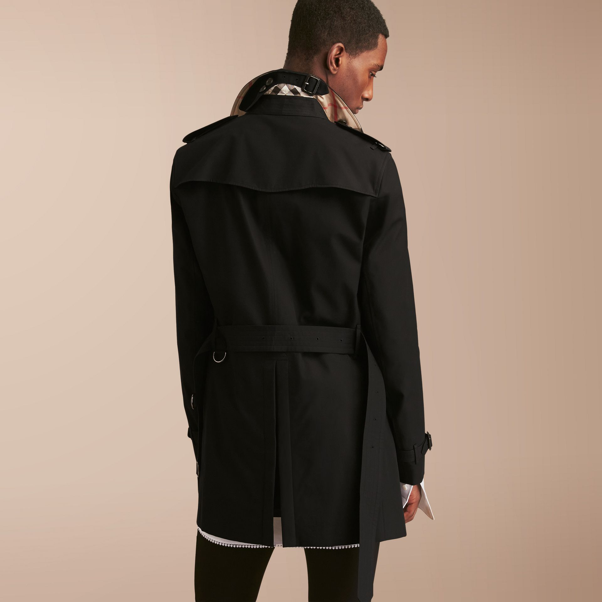The Chelsea – Mid-length Heritage Trench Coat in Black - Men | Burberry - gallery image 3