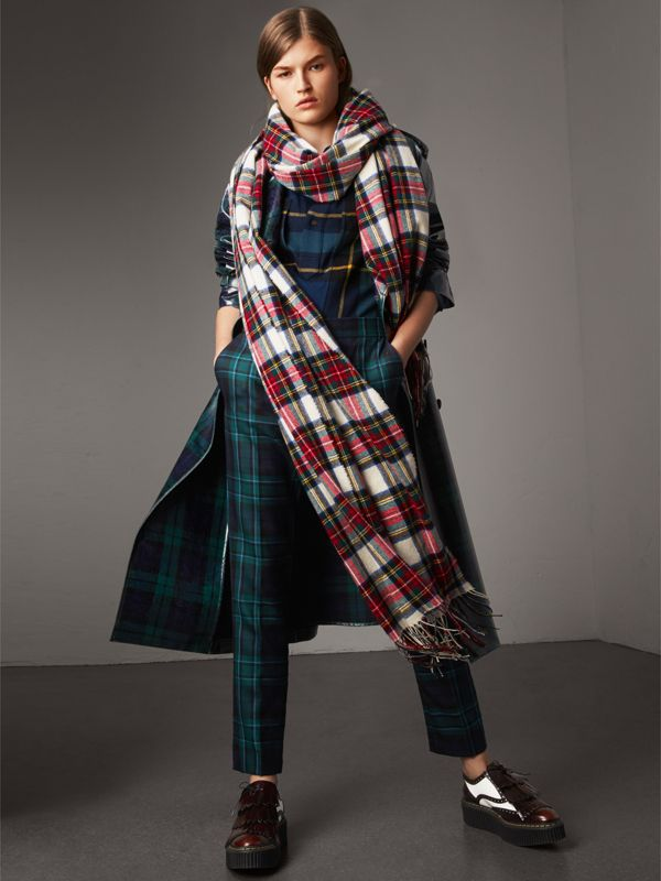 Oversized Tartan Cashmere Merino Wool Scarf in Natural White - Women | Burberry - cell image 2