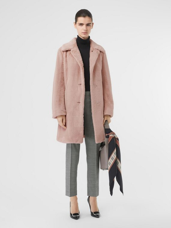 Manteau en fausse fourrure à boutonnage simple (Blush Pâle)