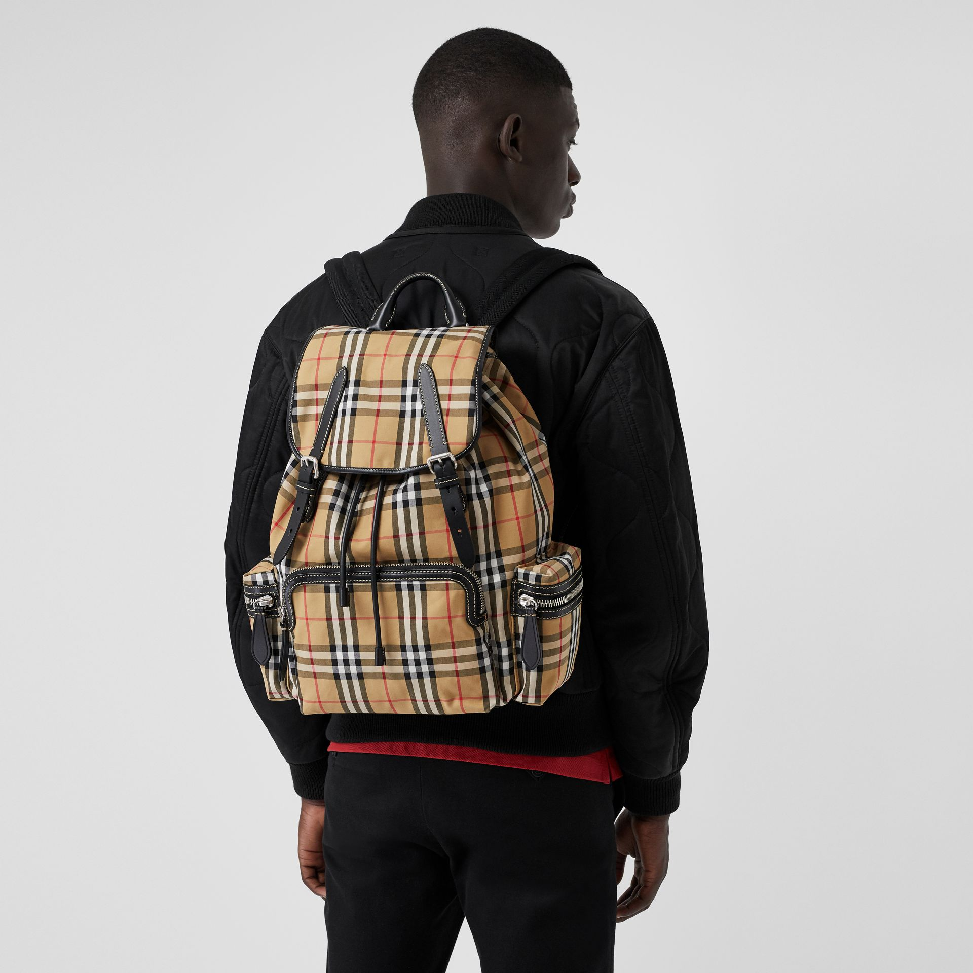 Grand sac The Rucksack à motif Vintage check (Jaune Antique) | Burberry - photo de la galerie 5