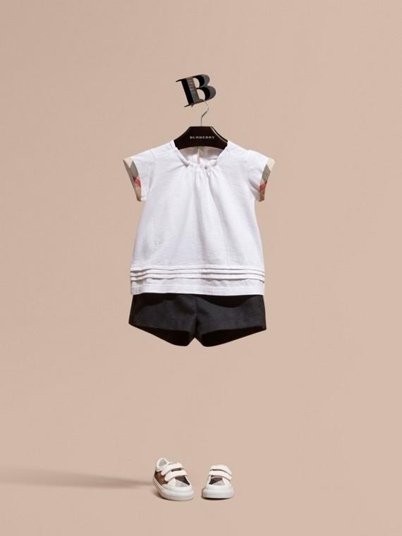 Camiseta de algodão com acabamento xadrez