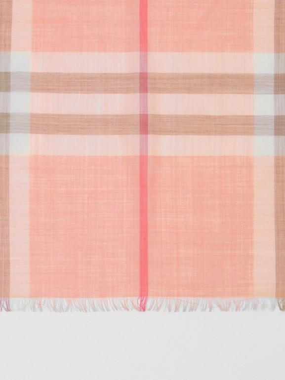 輕盈格紋羊毛絲綢圍巾 (粉蜜桃色) | Burberry - cell image 1