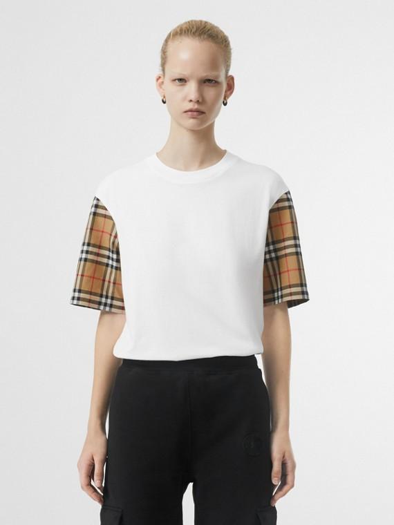Baumwoll-T-Shirt mit Vintage Check-Muster am Ärmel (Weiss)