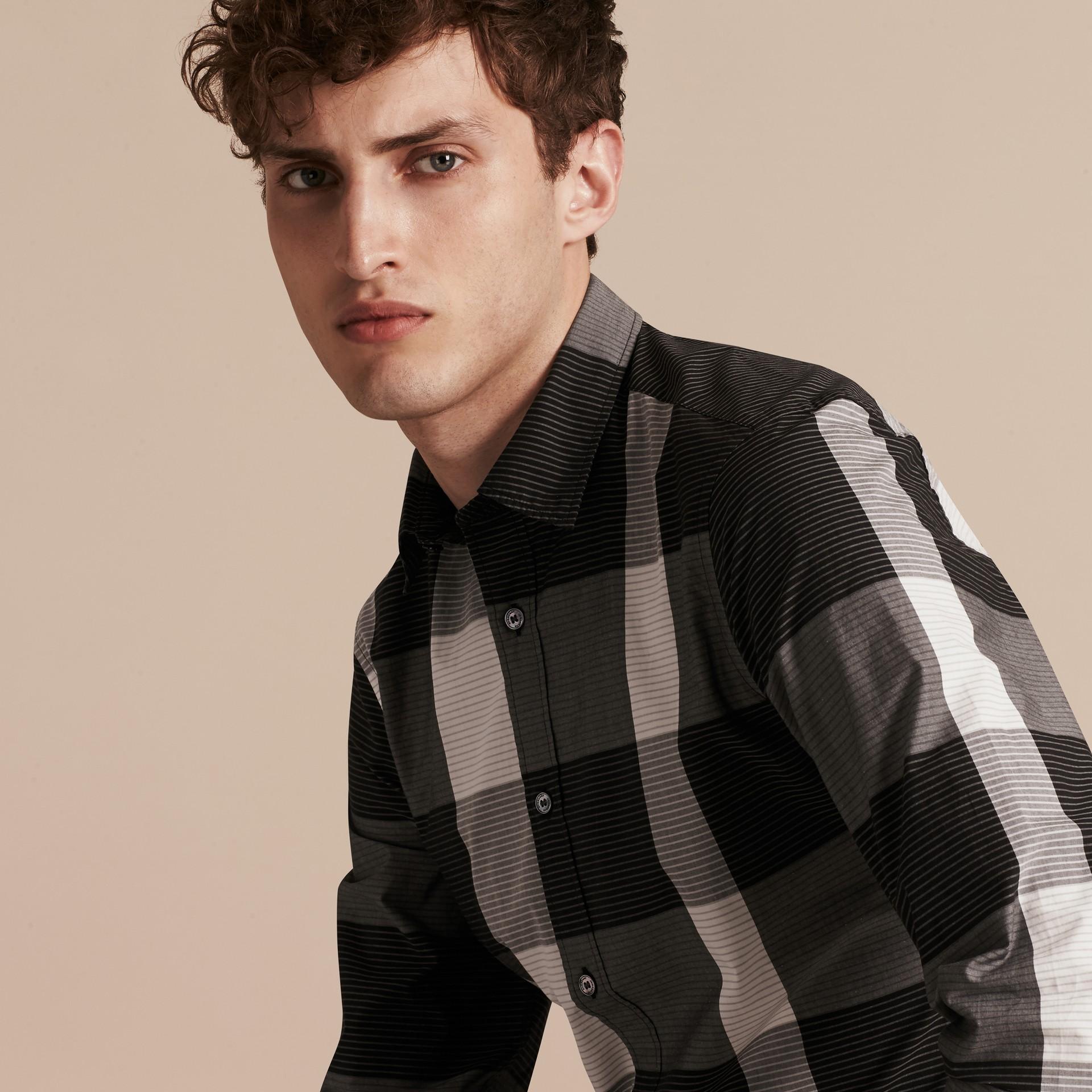 Schwarz Baumwollhemd mit grafischem Check-Muster Schwarz - Galerie-Bild 5