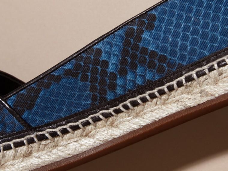 Bleu minéral Espadrilles en cuir et coton à imprimé python avec pampilles Bleu Minéral - cell image 1