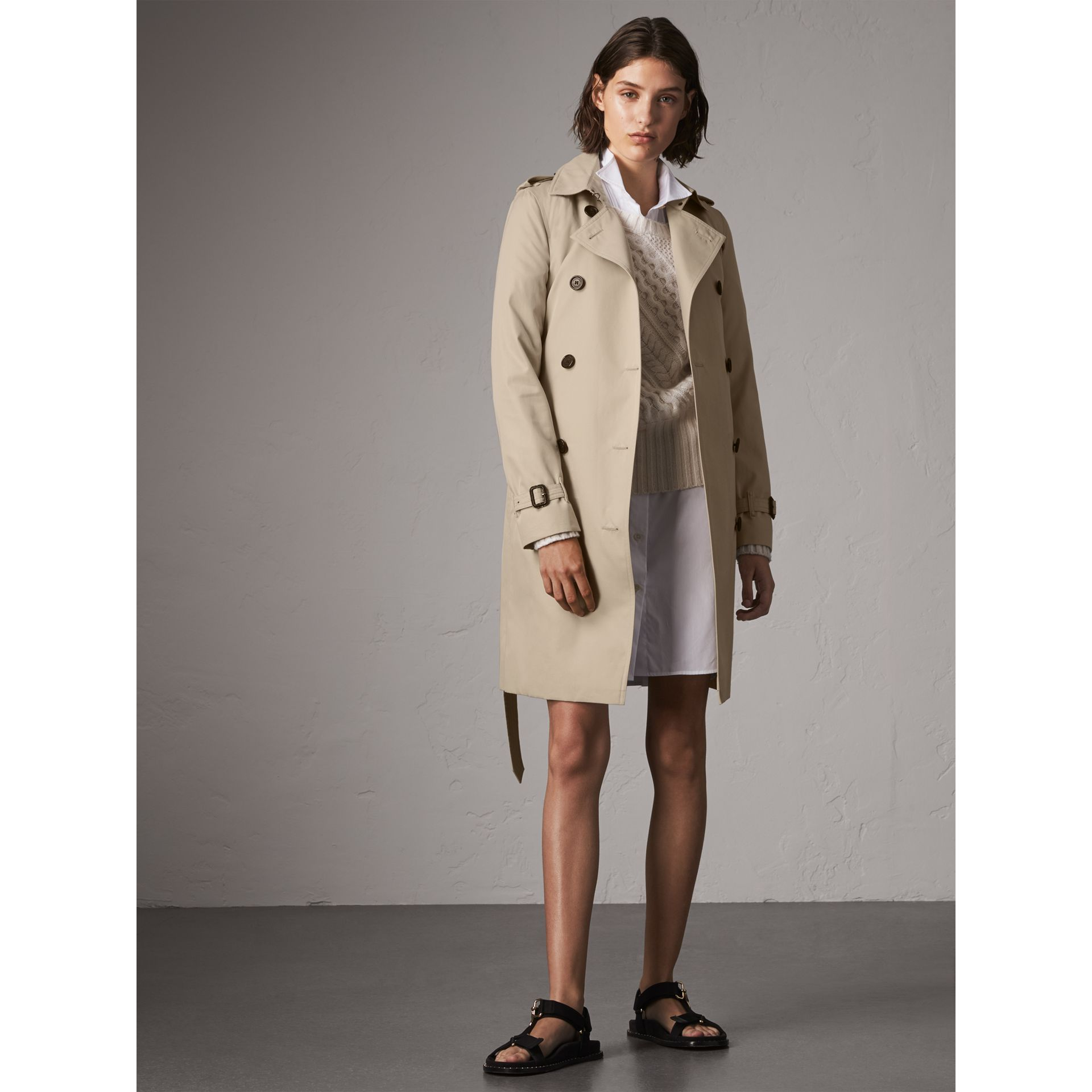The Kensington – Long Trench Coat in Stone - Women | Burberry Hong Kong - gallery image 0