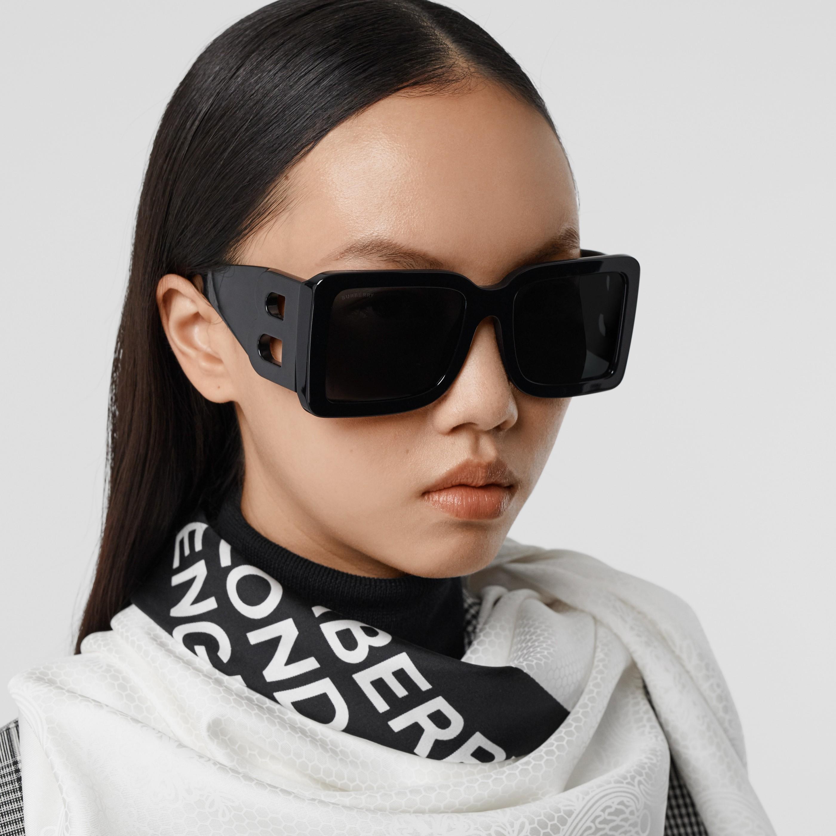 Occhiali da sole con montatura squadrata e lettera B (Nero) - Donna | Burberry - 3