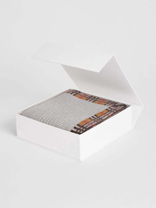Vintage Check Detail Cashmere Baby Blanket in Light Grey Melange - Children | Burberry United Kingdom - cell image 2