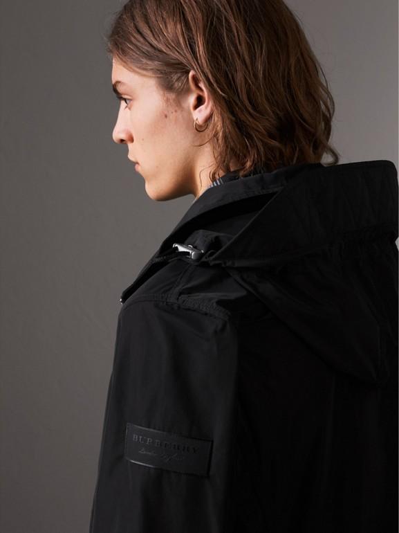パックアウェイフード シャワープルーフジャケット (ブラック) - メンズ | バーバリー - cell image 1
