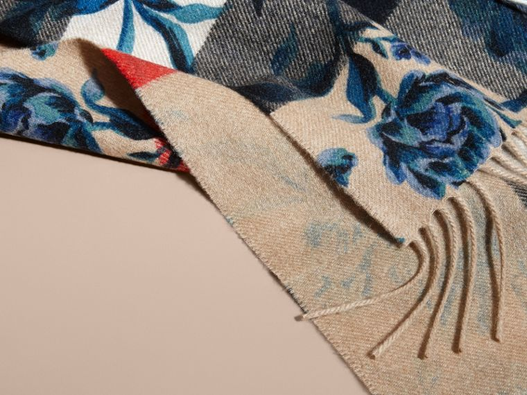 Reversible Floral Print and Check Cashmere Scarf - cell image 4