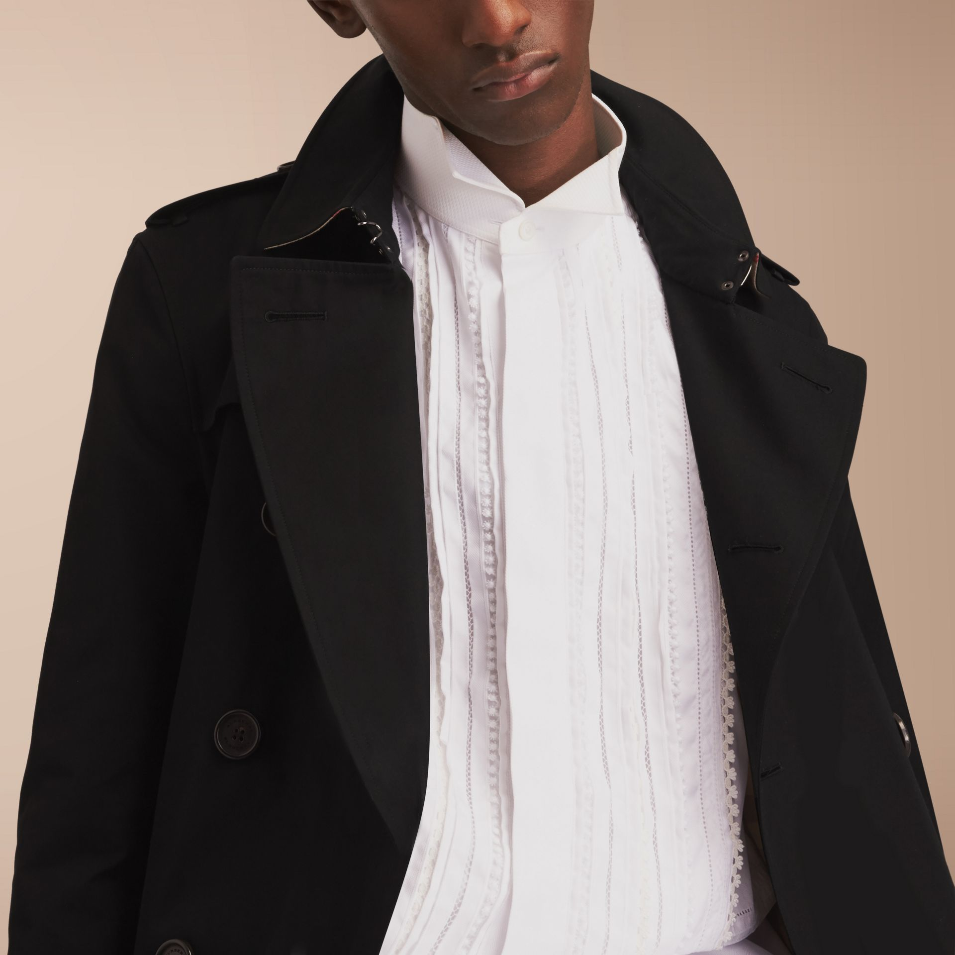 The Chelsea – Long Heritage Trench Coat in Black - Men | Burberry - gallery image 9