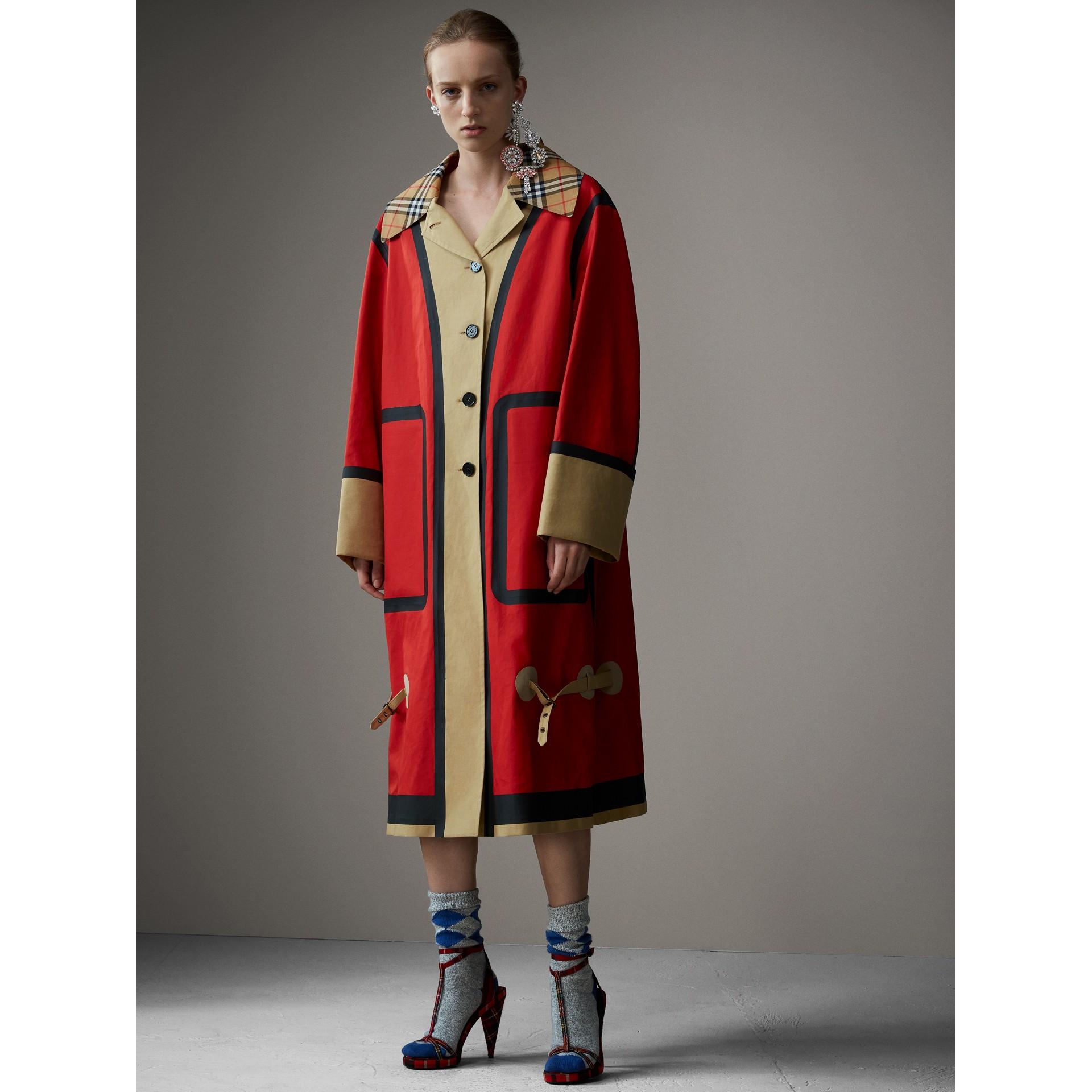 Car coat oversize de algodão com costuras seladas (Vermelho/bege) - Mulheres | Burberry - galeria de imagens 6