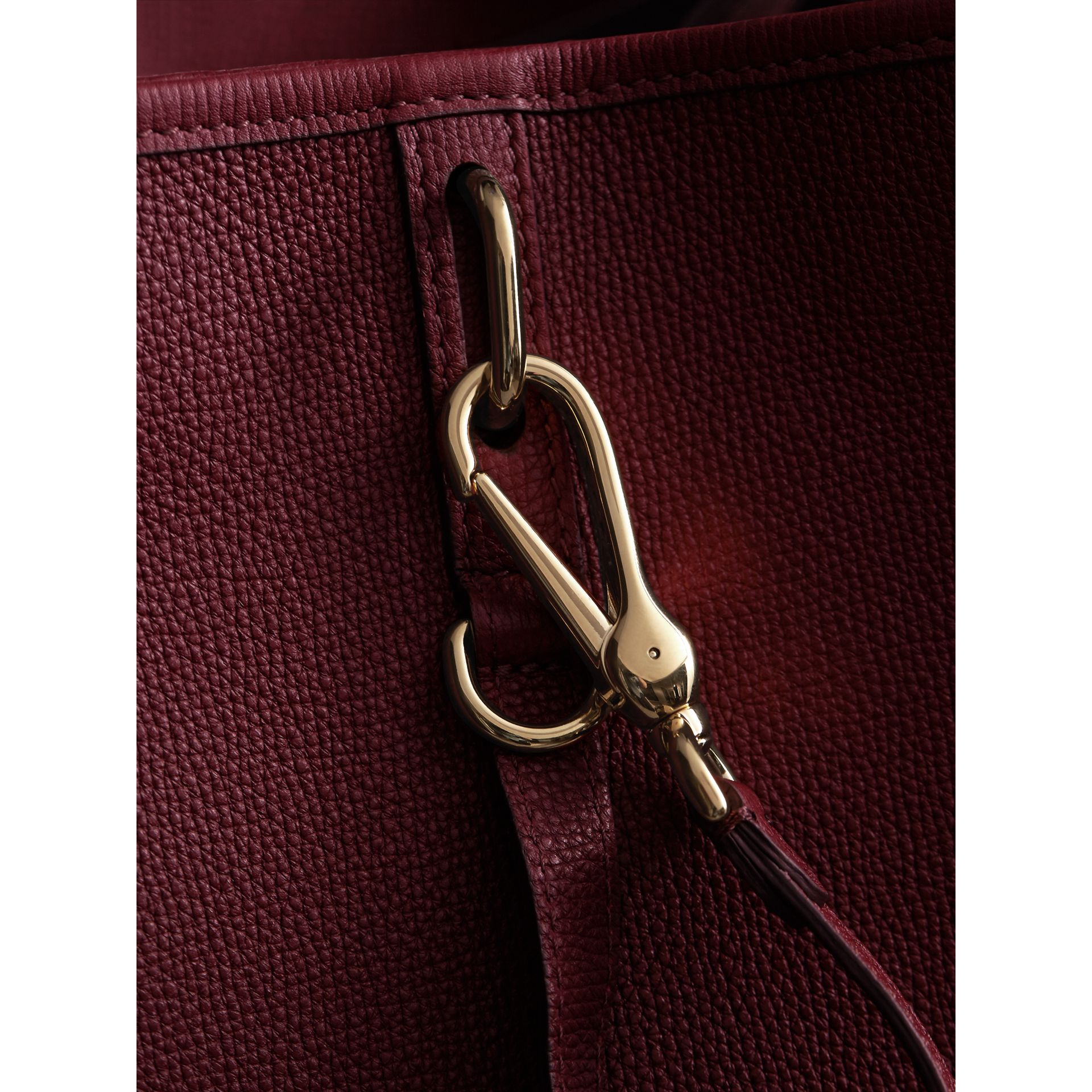 Medium Grainy Leather Tote Bag in Mahogany Red - Women | Burberry Canada - gallery image 2