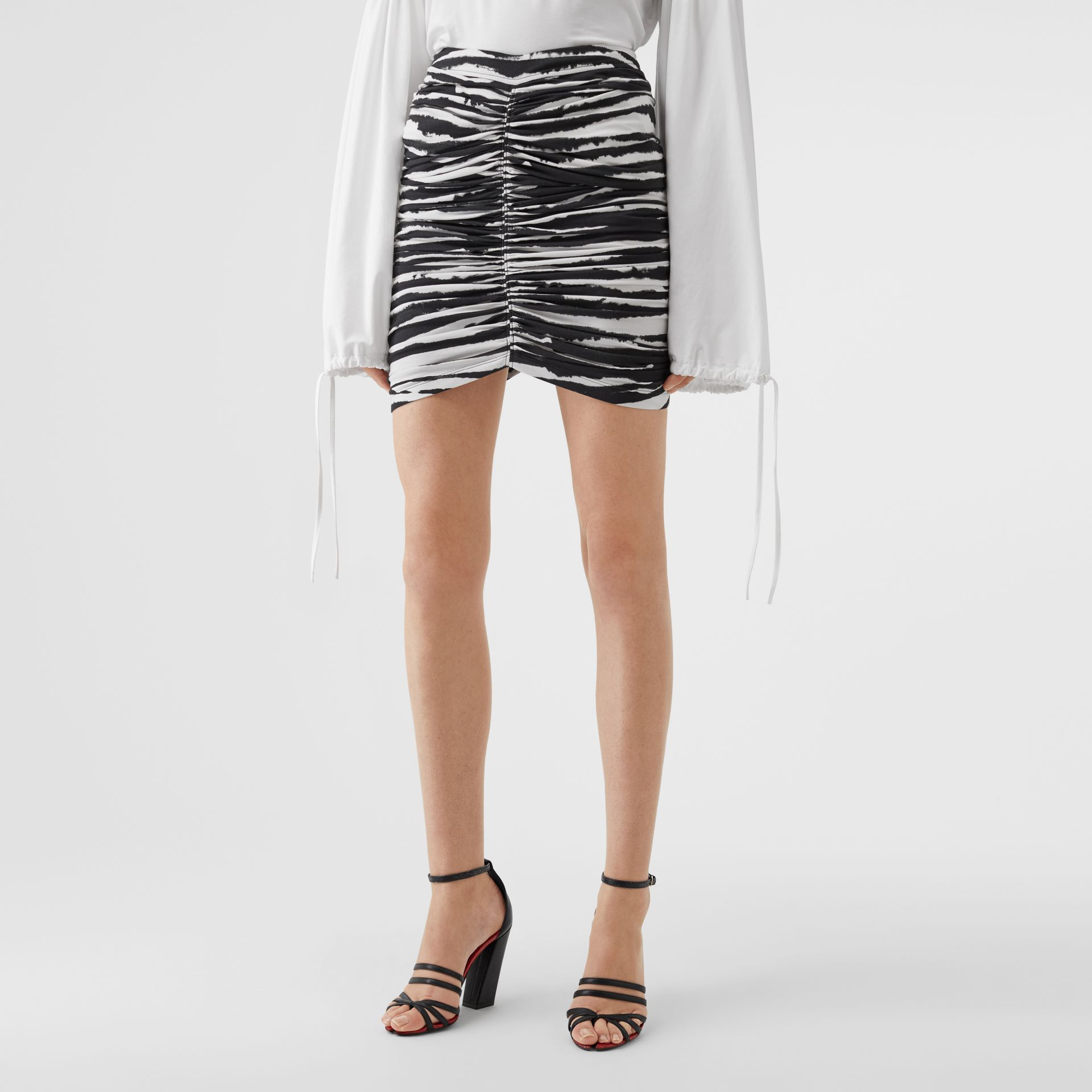 Zip Detail Watercolour Print Stretch Cotton Mini Skirt in Monochrome - Women | Burberry - gallery image 4