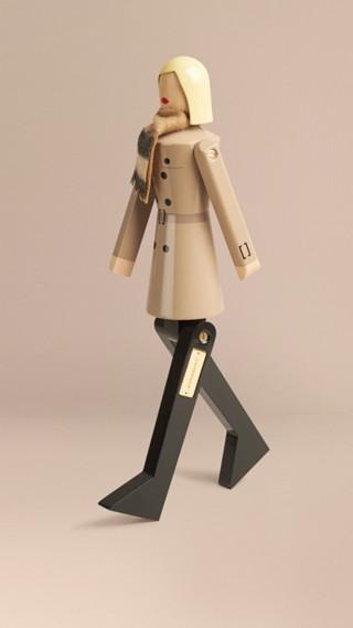 Marionnette en bois à l'effigie de MissTrench en édition limitée
