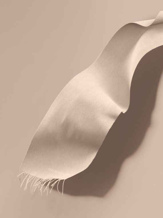 The Classic Cashmere Scarf in Stone
