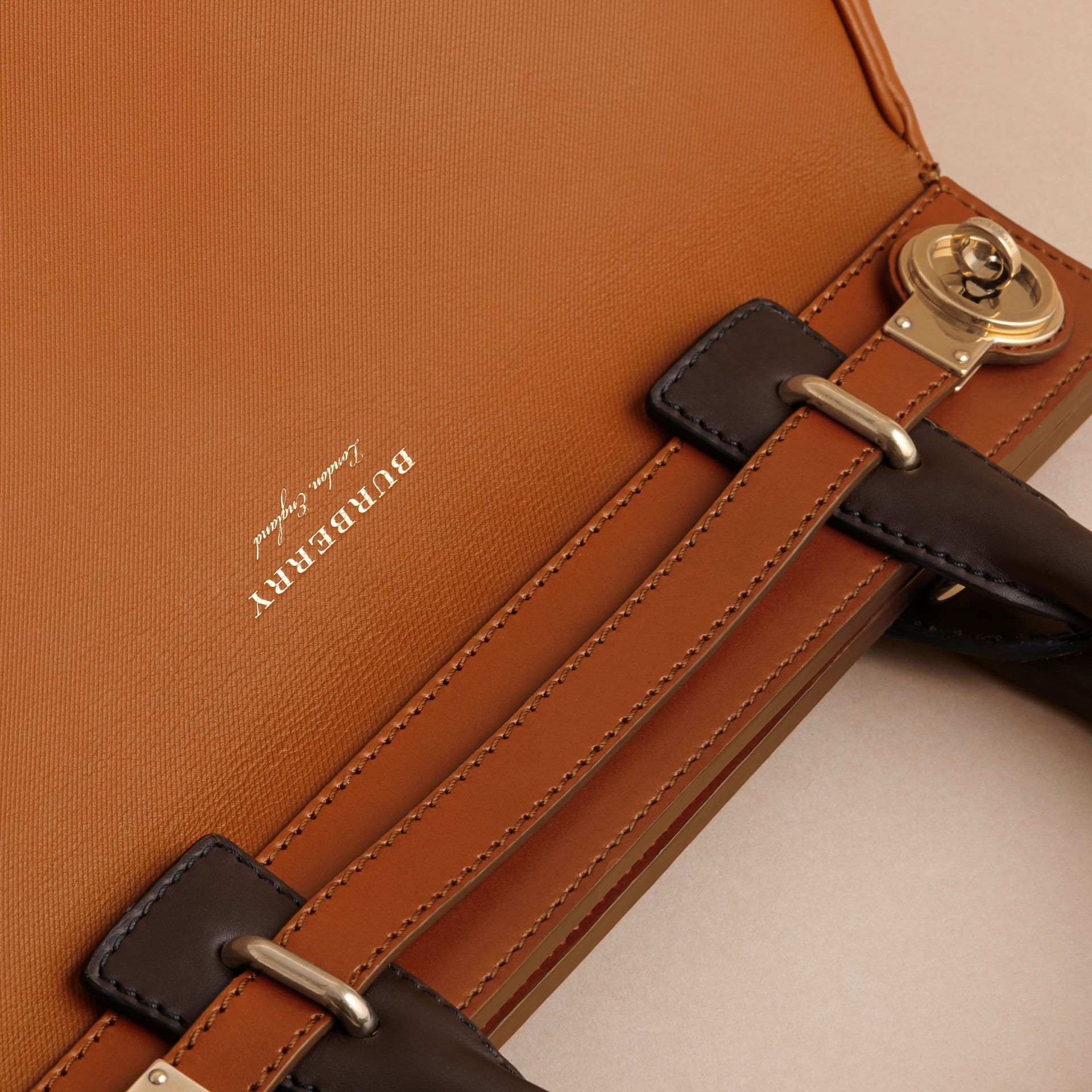 The DK88 Luggage Bag Tan - gallery image 5