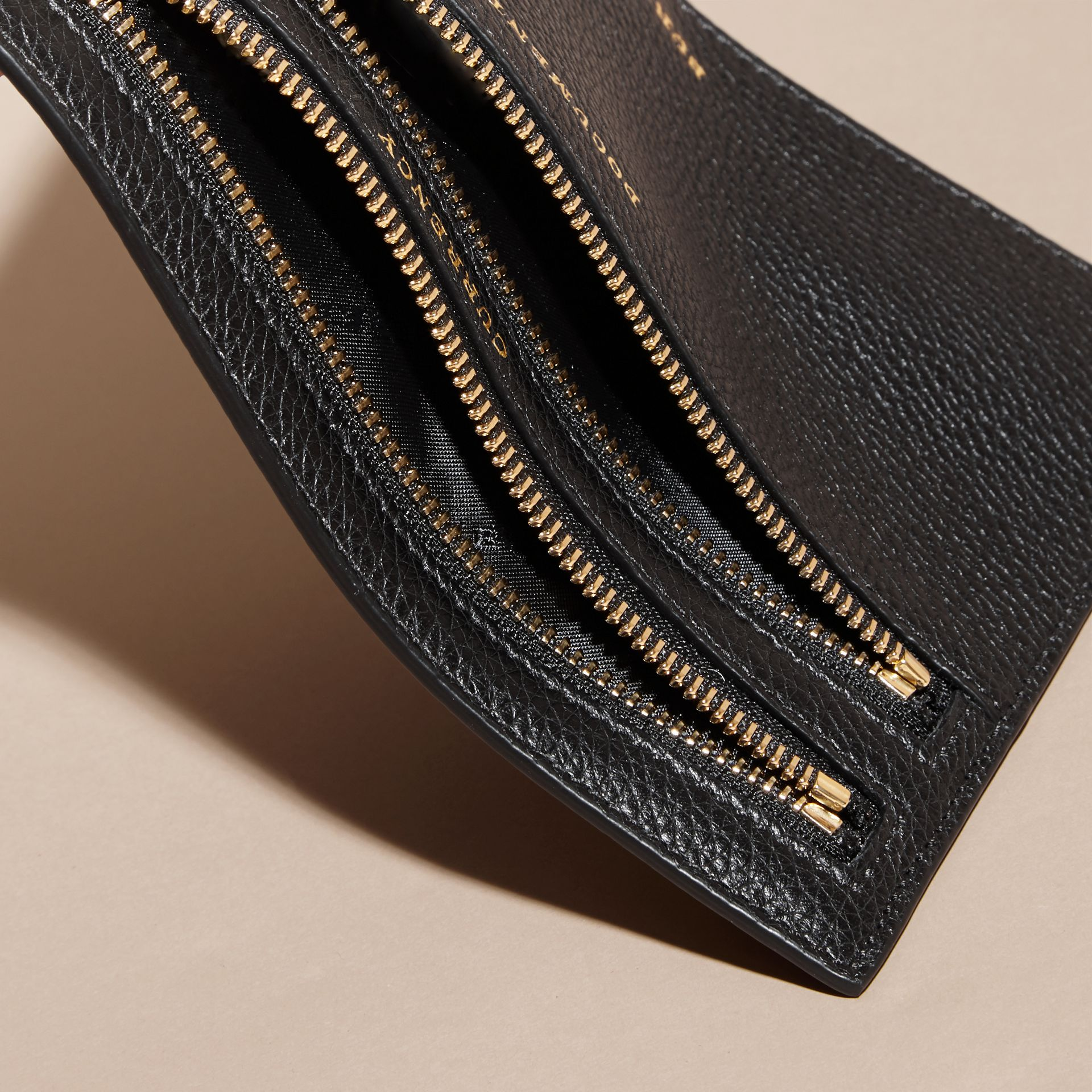 Grainy Leather Currency Wallet in Black | Burberry - gallery image 5