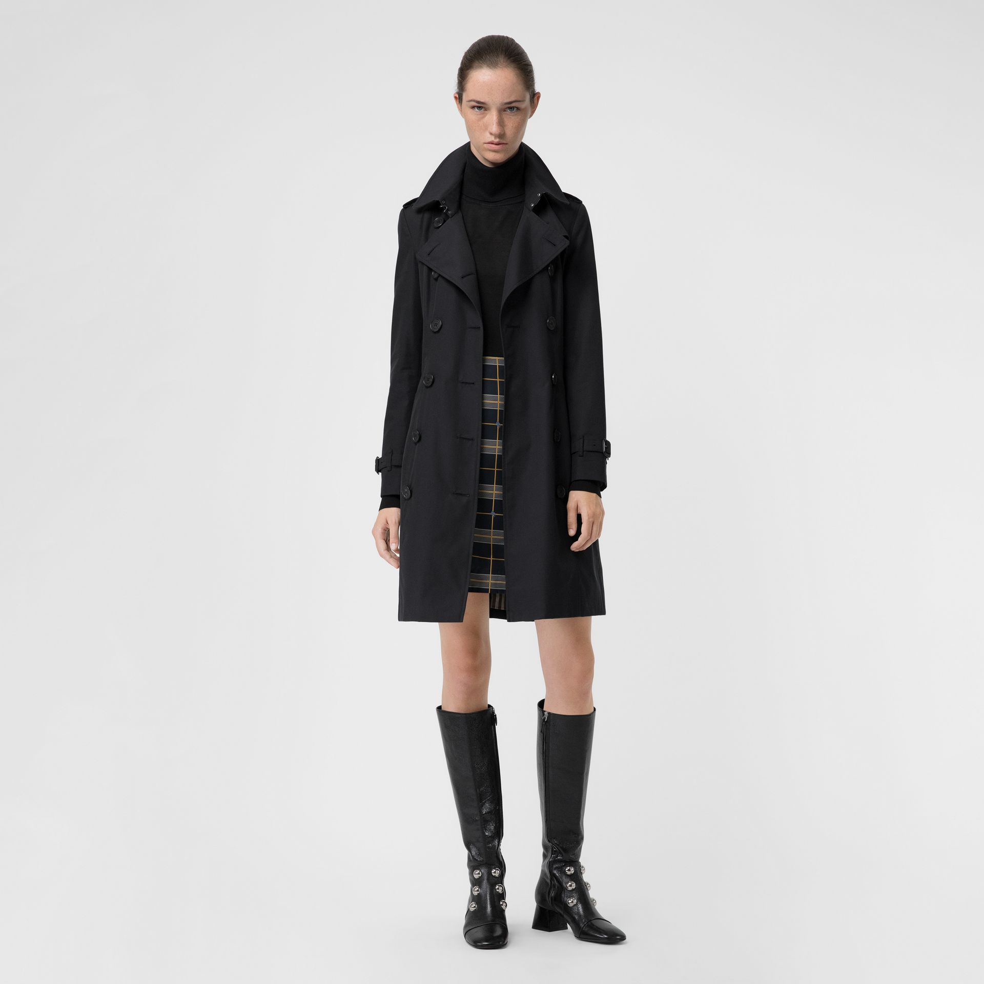 The Chelsea Heritage Trench Coat in Midnight - Women | Burberry Singapore - gallery image 7