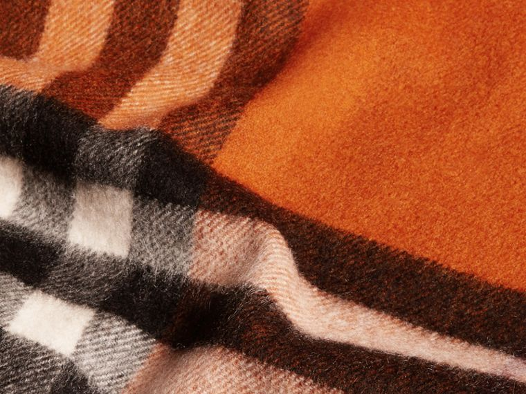 Burnt orange The Classic Cashmere Scarf in Check Burnt Orange - cell image 4