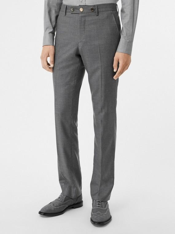 Pantalones de vestir de corte clásico en lana con botón metálico (Gris Claro)