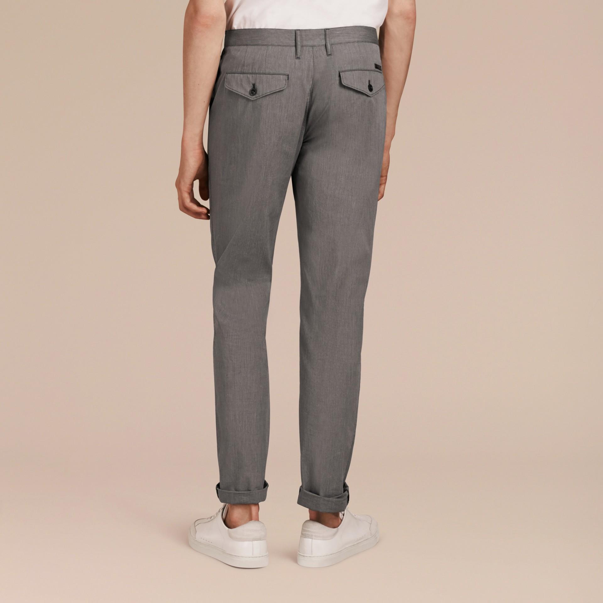 Gris oscuro Pantalones entallados en algodón - imagen de la galería 3